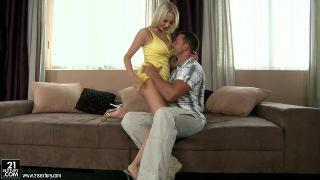 Русское порно: Mandy Dee - Cheating Whore Wife